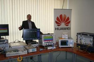 Prezentacja systemu przesyłu danych WDM 400G firmy Huawei w warszawskiej siedzibie Exatela  fot. A. Konaszewski